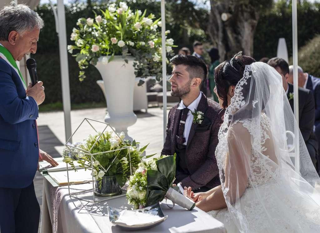 Matrimonio con rito civile all'esterno